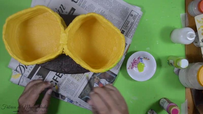 Porta huevos doble dos materiales que tenemos Manualidades fáciles