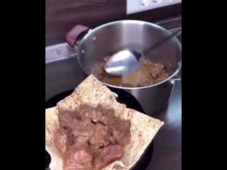 Мясо по-Кремлёвски, очень нежная говядина, которая буквально само расходится и тает во рту, а аромат и вкус соуса🔥