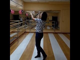 Марина показывает. Занятия тайцзи. Чем мы занимаемся