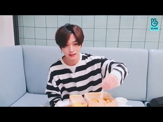 [INDO SUB] Stray Kids LEE KNOW LEE BANG ~Let's eat (120420)